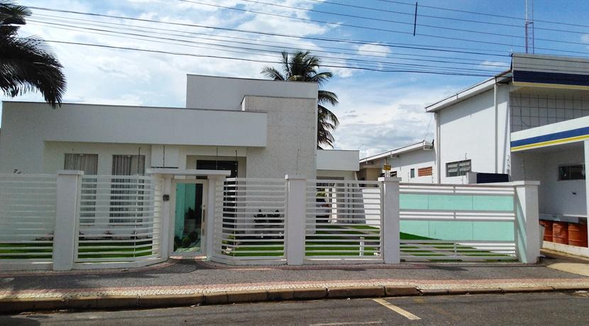 Cod. 069 -Casa localizado no coração da cidade