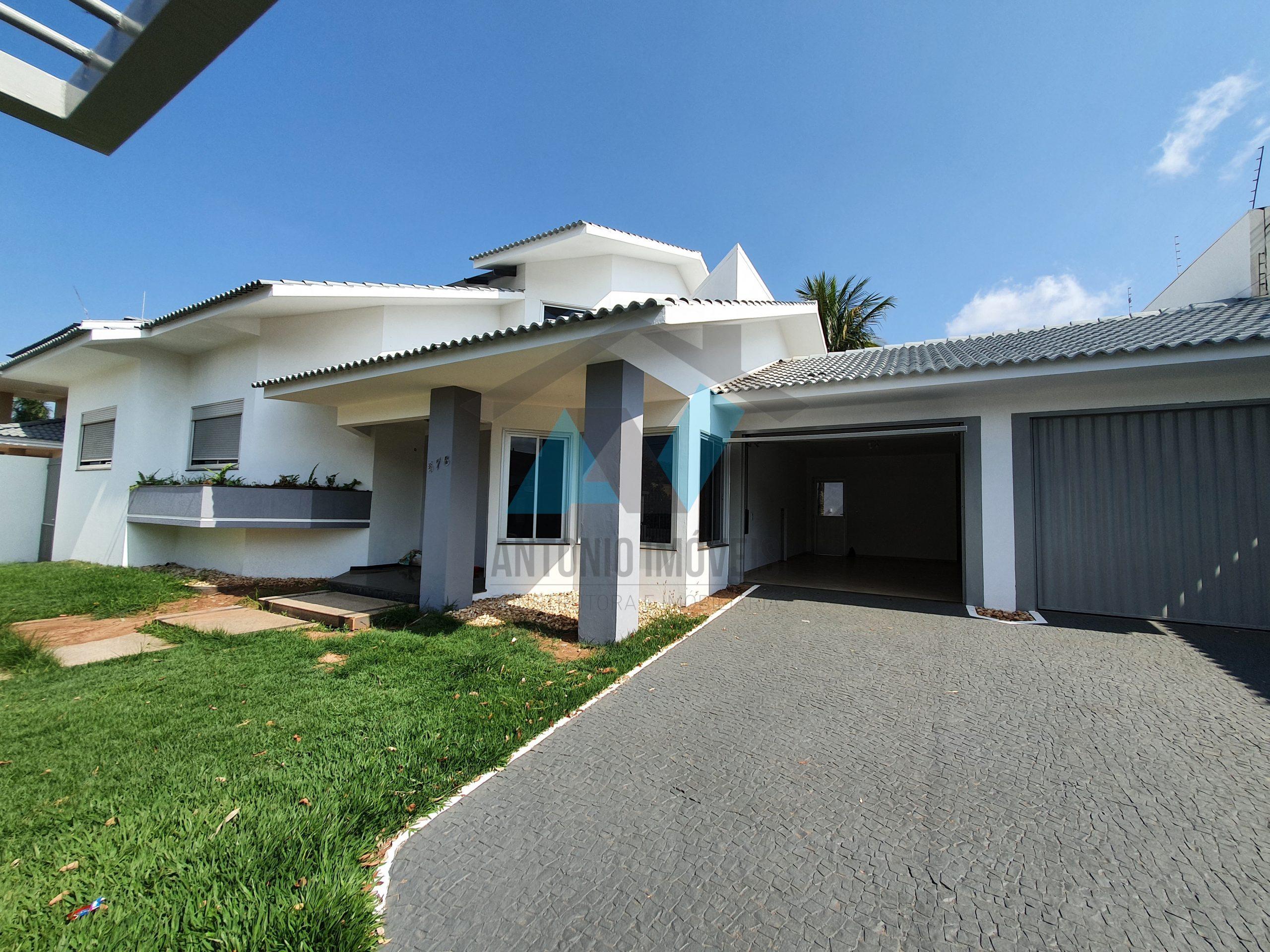Cod. 187 – Casa bem localizada no Centro com 900m² de terreno e 700m² de área construída
